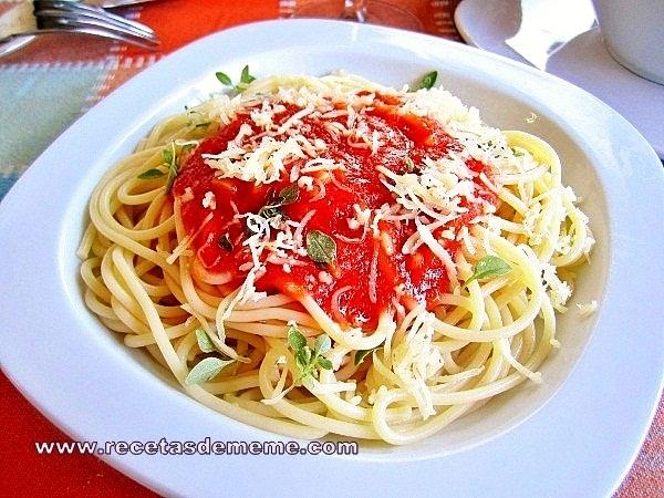 espaguetis-con-salsa-de-tomates (10)