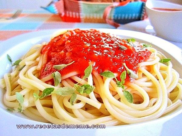 espaguetis-con-salsa-de-tomates (6)