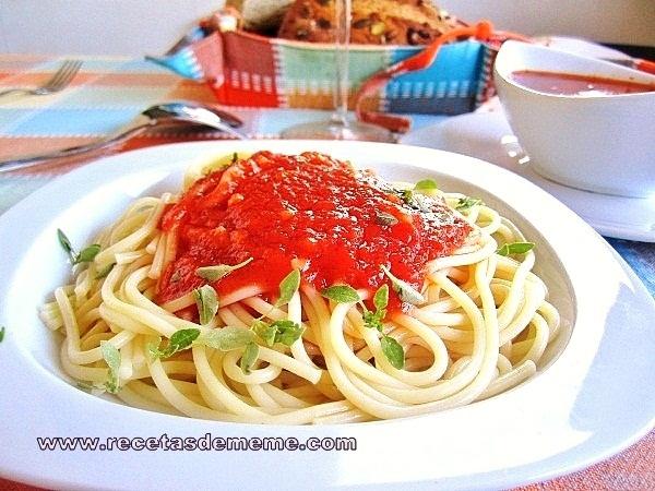 espaguetis-con-salsa-de-tomates (7)