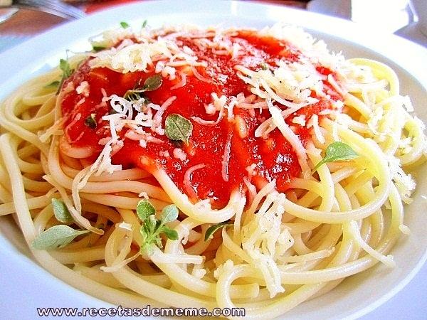 espaguetis-con-salsa-de-tomates (9)